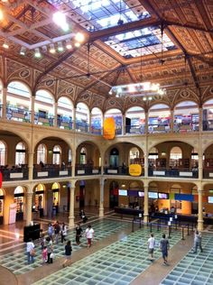 Bologna, Emilia Romagna: visit the Biblioteca Sala Borsa, the largest library in open shelves in Italy