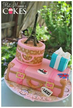Travel cake - with luggage, Eiffel Tower and Tiffany box. Paris Birthday Cakes, Paris Themed Cakes, Paris Cakes, Fancy Cakes, Cute Cakes, Pretty Cakes, Fondant Cakes, Cupcake Cakes, Bolo Paris