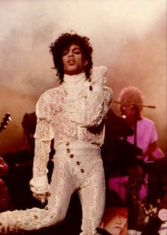 Accgoo Presents : Prince 40 Years in Pictures Prince Purple Rain, Paisley Park, Minneapolis, Prince Concert, Look 80s, Prince Images, The Artist Prince, Moda Vintage, Vintage Men