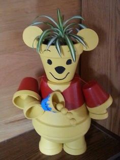 Clay Pot Winnie the Pooh - from DIY Craft Projects Flower Pot Art, Clay Flower Pots, Flower Pot Crafts, Clay Pot Projects, Clay Pot Crafts, Diy Clay, Craft Projects, Flower Pot People, Clay Pot People