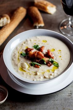 Roasted Cauliflower & Truffle soup Delicious, low carb creamy cauliflower soup flavoured with garlic and truffle oil topped with crispy bacon bits to add an element of smokiness. Creamy Cauliflower Soup, Roasted Cauliflower, Roasted Squash, Roasted Corn, Roasted Tomatoes, Roasted Garlic, Soup Recipes, Cooking Recipes, Healthy Recipes