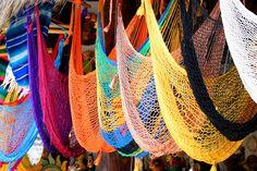 Relajarse bajo el sol de la riviera en hamacas artesanales es una de las actividades preferidas para aprovechar la playa en vacaciones. http://www.bestday.com.mx/Riviera-Nayarit/