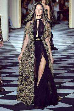 ZUHAIR MURAD Otoño Invierno – Expolore the best and the special ideas about Zuhair murad Runway Fashion, High Fashion, Fashion Show, Zuhair Murad, Space Fashion, Fashion Design, Fantasy Dress, Haute Couture Fashion, Beautiful Gowns