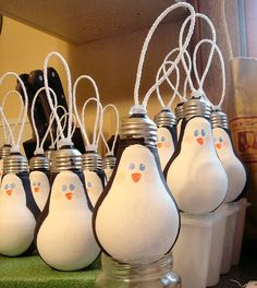 DIY penguin ornaments out of light bulbs - adorable!