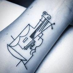 Este Violino magistralmente executado. | 21 tatuagens de Picasso que vão fazer todo mundo se apaixonar