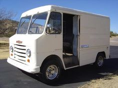 In the smallest Series 10 Chevrolet Step-Van received a new body from Union City Body Co. The grille remained a variation of former Step-Van grill Gmc Trucks, Cool Trucks, Pickup Trucks, Motorhome, Chevy, Chevrolet, Hot Dog Cart, Step Van, Short Bus