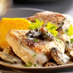 Capon with morel sauce, pumpkin flans - Recipes - . - Capon with morel sauce, pumpkin flans – Recipes – - Casserole Dishes, Casserole Recipes, Lunch Recipes, Meat Recipes, New Year's Food, Party Food And Drinks, Warm Food, Healthy Eating Tips, Dessert