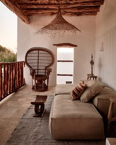 Fabulous, simple, hippie-chic decoration with earth tones, for an Ibiza house created by interior designer Annabell Kutucu . Home Interior Design, Exterior Design, Interior And Exterior, Ibiza Style Interior, Modern Interior, African Interior Design, Exterior Signage, Exterior Colors, Outdoor Spaces