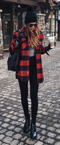 plaid flannel + high-waisted black skinny jeans | skirttheceiling.com