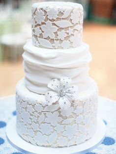 If I were getting married soon, this would be my current choice. Love this lace wedding cake.