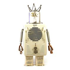 King Jack from Gear Box Robots! Named so because of the crown and the fact that his legs are Silver Plated Jack Daniels bottle covers. Recycled Robot, Recycled Crafts, Box Robot, Alien Concept Art, Space Toys, Fab Life, Junk Art, Assemblage Art, Lost & Found
