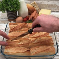 Hot-dog raclette A squeegee to eat with your hands Appetizer Recipes, Dinner Recipes, Quiche Recipes, Hot Dog Recipes, Creative Food, Food Hacks, Food Videos, Love Food, Breakfast Recipes