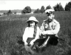 Tsar Nicholas ll of Russia with his youngest daughter;the Grand Duchess Anastasia Nikolaevna Romanova of Russia. Positive Books, House Of Romanov, Alexandra Feodorovna, Russian Literature, Tsar Nicholas Ii, Imperial Russia, Beautiful Family, Empire, The Past