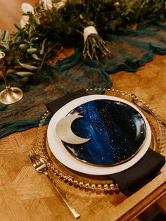 Astrology-inspired place setting with moon place card and navy and gold accents Starry Night Wedding, Moon Wedding, Celestial Wedding, Star Wedding, Dream Wedding, Wedding Photography Inspiration, Wedding Inspiration, Wedding Ideas, Wedding Colors
