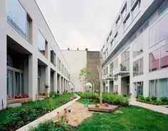 Co-Housing Zelterstrasse 5 by zanderroth architekten