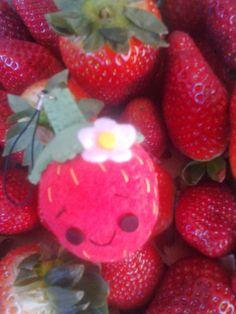 Los mundos de Esthercita: Temporada de fresas Strawberry, Fruit, Food, Allergies, Strawberry Fruit, Plushies, Seasons, Felting, Dressmaking