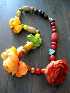 What an idea! Flower Necklace, Beaded Necklace, Beaded Bracelets, Pendant Necklace, Cheap Jewelry, Jewelry Crafts, Handmade Jewelry, Jewelry Ideas, Unusual Jewelry