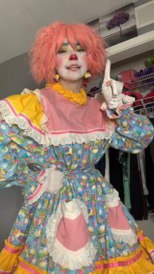 Circus Aesthetic, Aesthetic People, Pretty People, Beautiful People, Pierrot Clown, Female Clown, Cute Clown, Colored Wigs, Clown Makeup