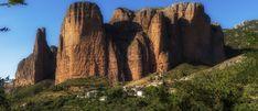 https://flic.kr/p/KKp3ib   Los Mallos de Riglos - Nex7   Sony Nex-7   Carl Zeiss Sonnar T* 1.8/24 E-mount Los Mallos de Riglos sont des formations géologiques situées en Aragon (Province de Huesca) et à 45 km de la ville de Huesca dans les Pyrénées espagnoles