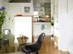 NEUE OFFENHEIT Bei einer kleinen Wohnfläche muss man erfinderisch mit jedem Quadratmeter umgehen.