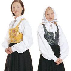 DAMASK-KJOL  I Nord-Gudbrandsdalen tok kvinnene på begynnelsen av 1800-tallet i bruk livkjolen. Norddalskvinnene utviklet livkjolen til et festantrekk ved å sy om todelte 1700-tallsdrakter de hadde liggende. Livkjolen fikk navn etter hva slags tøy stakken/livkjolen var laget av. Damasktøyet til denne drakten veves nå i Norge og er rekonstruksjoner av 1700-tallstøy. Livkjolen, norddalskvinnenes folkedrakt, var i bruk helt frem til de første tiårene av 1900-t. #Bunad #Norway #Damask-bunad…