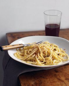 Linguine with Garlic and Breadcrumbs - If anchovies aren't in your regular repertoire, this pasta dish is a great way to try them out. Mingled with garlic and lemon zest, they create a rich, savory sauce for linguine. Pasta Recipes, Dinner Recipes, Cooking Recipes, Budget Recipes, Budget Dinners, Budget Cooking, Dinner Ideas, Pasta Meals, Meatless Recipes