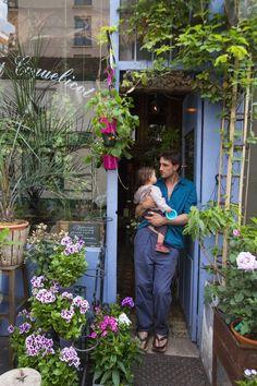 Shopper's Diary: Bleuet Coquelicot in Paris / Magic Garden Exterior Trim, Exterior Paint, Paris Magic, Paris Garden, Parisian Architecture, Garden Shop, Plantation, Hedges, Outdoor Gardens