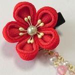 お花のベビークリップ 赤梅  つまみ細工 和風
