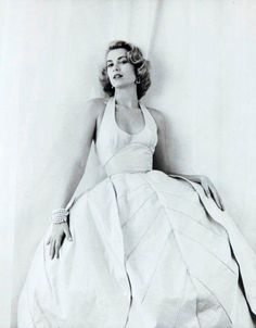 Grace Kelly by M. Greene 1954 Grace Kelly di M. Old Hollywood Glamour, Golden Age Of Hollywood, Vintage Hollywood, Hollywood Stars, Classic Hollywood, Monaco As, Look Vintage, Vintage Glamour, 1950s