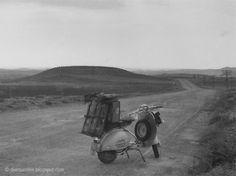Die Raumfee: Mit der Vespa von Deutschland nach Madrid... irgendwo in Kastilien, 1954. (Foto: G. Sauer)