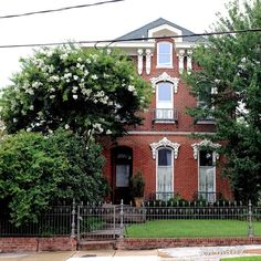 Lone house on South Front St by Joe Risch on Capture Memphis // By its self near Gus's