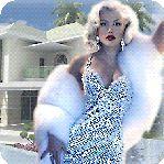 Аватар Девушка в белом платье на фоне дома