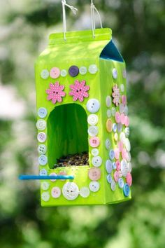 New Diy Recycled Art Projects Bird Feeders 54 Ideas Recycled Art Projects, Diy Craft Projects, Projects For Kids, Diy For Kids, Crafts For Kids, Diy Crafts, Bird Feeder Craft, Bird Feeders, Milk Carton Crafts