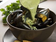 Miesmuscheln mit Knoblauch ist ein Rezept mit frischen Zutaten aus der Kategorie Muscheln. Probieren Sie dieses und weitere Rezepte von EAT SMARTER!