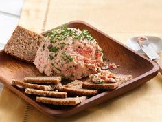 Over 106 pate recipes from Recipeland. From Pate a la rapure(Rappie Pie) to Pate De Foie (Chicken Liver Pate). Appetizer Dips, Appetizers For Party, Salmon Appetizer, Party Snacks, Pate Recipes, Raw Food Recipes, Salmon Recipes, Seafood Recipes, Gastronomia
