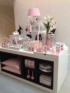 Beautiful pink accessoires.