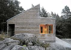 Woody 35 is a prefab wood cabin designed by Norwegian architect Marianne Borge, this just 35 sqm house made of low maintenance local woods. Small Prefab Cabins, Prefab Homes, Tiny Homes, Cabin In The Woods, Little Cabin, Cabins And Cottages, Building A House, Building Ideas, Architecture Design