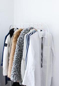 Interior Ankleidezimmer Kleiderstange Einrichtung Inspiration weiß Blusen