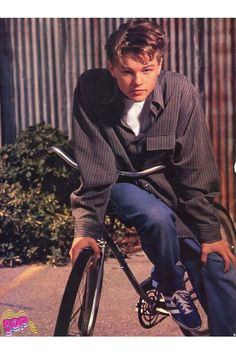 When he served up a bad boy-next-door pose. The 19 Most Important Leonardo DiCaprio Teen Pinup Poses Of The Beautiful Boys, Pretty Boys, Leonardo Dicapro, Young Leonardo Dicaprio, Vintage Boys, Aesthetic Pictures, Cute Guys, Ikon, Actors & Actresses