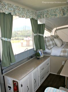 Camper Interior Remodel DIY Travel Trailers – Just about all travel trailers utilize wood veneer. This will go quite a way to giving your family camper a whole new appearance. It's well-known that RVs aren't known for their stylish interiors. Japan Design, Pop Up Tent Trailer, Tent Trailers, Travel Trailers, Small Trailer, Rv Travel, Best Pop Up Campers, Popup Camper Remodel, Pop Up Princess