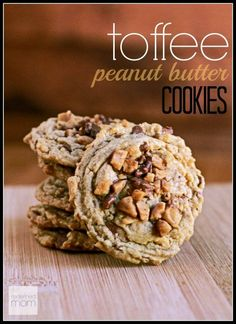 Peanut Butter Toffee Cookie Recipe Imagine a Heath Toffee Bar colliding with a Reese's Peanut Butter Cup? Get the same flavors with this Peanut Butter Toffee Cookie Recipe. Butter Toffee, Reeses Peanut Butter, Peanut Butter Cookies, Yummy Cookies, Cookies Soft, Sweet Cookies, Toffee Cookie Recipe, Toffee Cookies, Toffee Peanuts Recipe