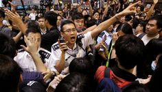 Frontline journalists get arrested by policei n Mong Kok