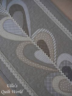 Ulla's Quilt World: Table runner and carpet for the rocking chair, qui...
