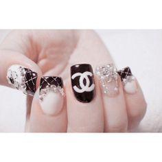 Wish I can wear nails acrylics again. Too cute