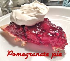 Pomegranate pie recipe//graham cracker crust, pkg raspberry Danish dessert made for pie filling & 1 pomegranate seeded. Just Desserts, Delicious Desserts, Dessert Recipes, Just Pies, Cookie Cake Pie, Candy Cakes, Star Food, Food To Make, Cake