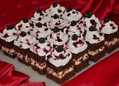 Bunătăţi din bucătăria Gicuței: Prăjitură cu budincă de vanilie si mure Waffles, Cooking Recipes, Cookies, Breakfast, Desserts, Food, Pie, Crack Crackers, Morning Coffee