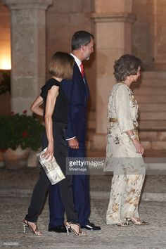 King Felipe VI of Spain (C), Queen Letizia of Spain (L) and Queen Sofia (R) attend an official reception at the Almudaina Palace on August 5, 2015 in Palma de Mallorca, Spain.  (Photo by Carlos R. Alvarez/WireImage)