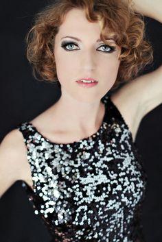 Piękna kobieta podczas sesji zdjęciowej. www.kasiadobosz.com