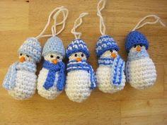 Mini Schneemann als Anhänger für den Weihnachtsbaum - kostenlose Anleitung