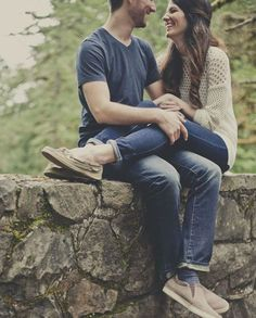 18 Poses For Your Engagement Photos - Mon Cheri Bridals Couple Photoshoot Poses, Couple Photography Poses, Couple Posing, Wedding Photoshoot, Romantic Photography, Engagement Shots, Engagement Photo Poses, Engagement Couple, Engagement Photography